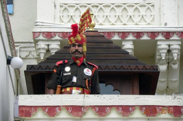 Грустный охранник Городского дворца