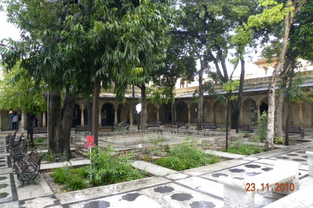 Один из внутренних двориков дворца