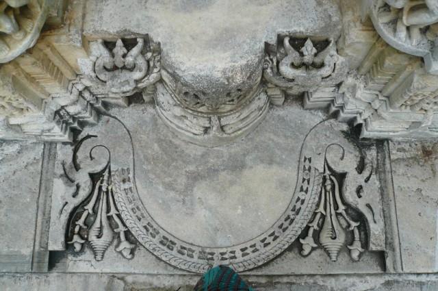 Порожек маленького храма