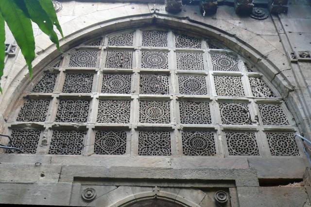 Вид снаружи на джали мечети Сиди Сайед