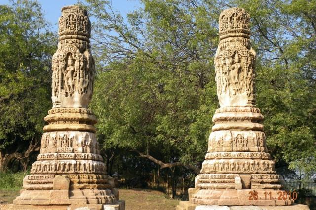 Бывшие главные ворота в храм