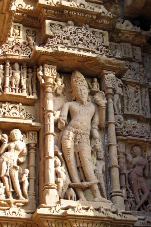 Скульптура храма в Модхере