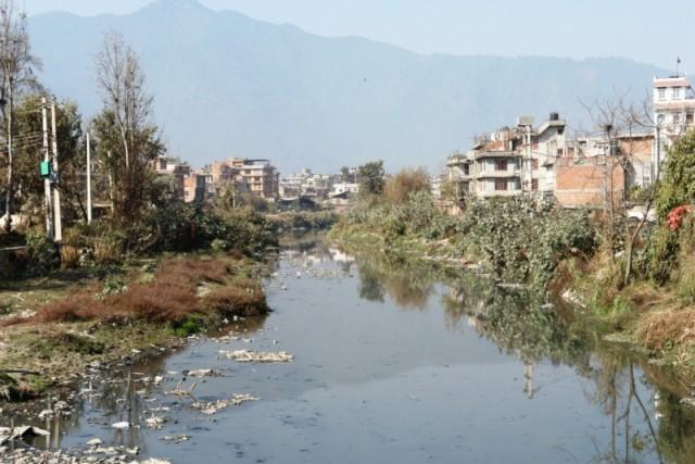 Почти пересохшая река