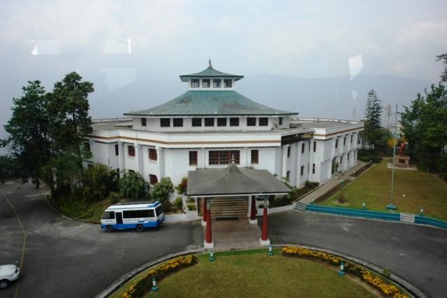 Вид с канатной дороги (07). Национальная Ассамблея Сиккима