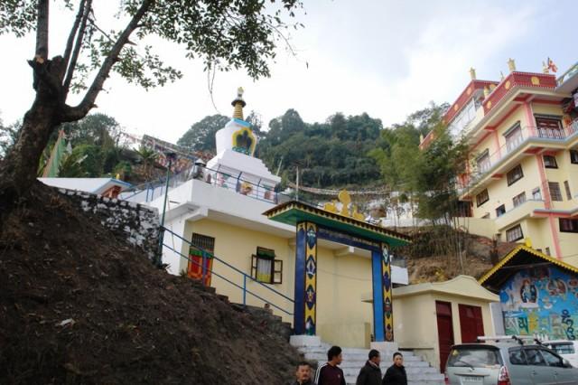 Гелукпинский монастырь и ступа