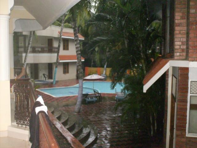 дождь в нашем бассейне(