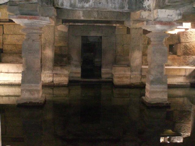 храм с лингамом, только его не видно