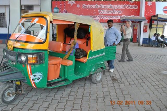 Хозяин даже сменил обивку салона на яро-оранжевую, пусть все радует глаз пассажира!