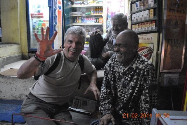Он угостил меня и своим фирменным бангом, с кучей фруктовых компонентов, каждый из которых очень полезен для определенного внутреннего органа – короче