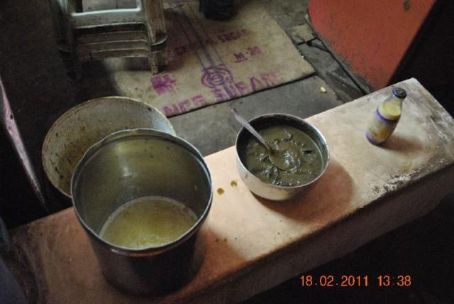 Ананасовый сок, молочный Amul, лед и зеленая субстанция – вот производные эксперимента над живыми русскими людьми