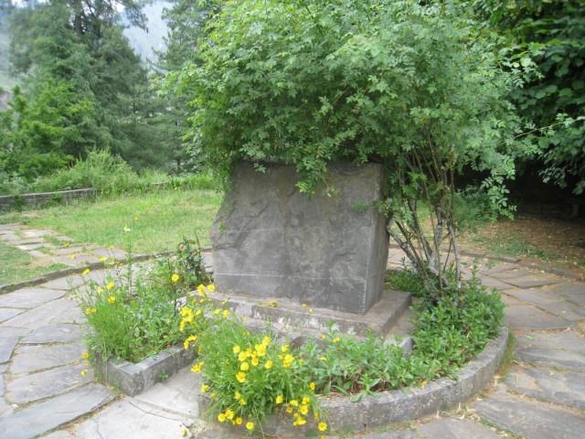 здесь похоронен рерих