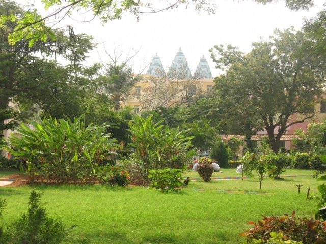 Вид на музей из ашрама