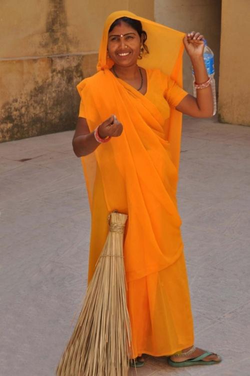Женщина с метлой. Форт Амбер, Джайпур