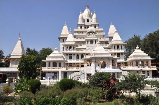 Дорога Матхура-Вриндаван. Пагал Баба Мандир