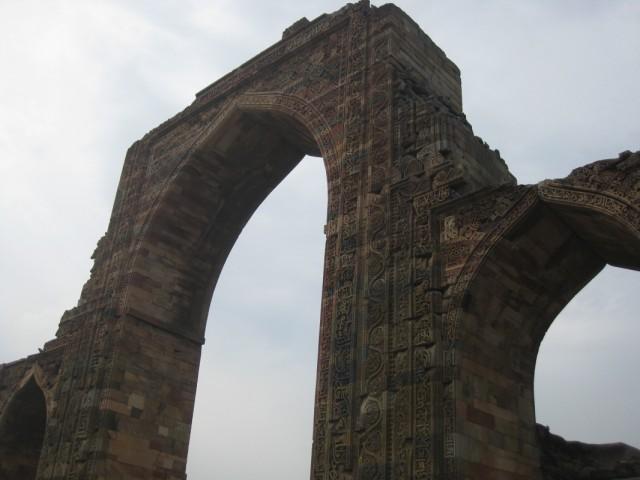 Кутуб-Минар, ворота