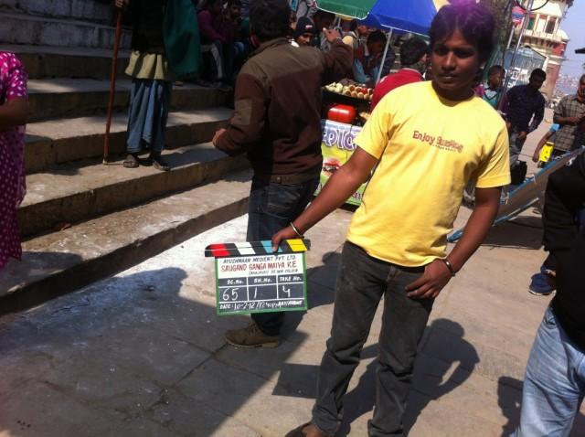 Съемка фильма на ступенях Assi Ghat