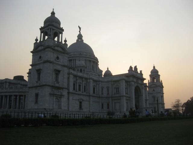 ... и дворцы. Мемориал Виктории.