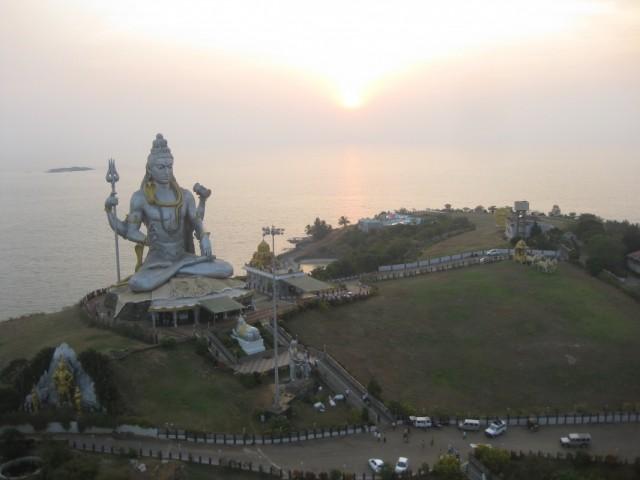 Статуя Шивы, вид с 17 этажа