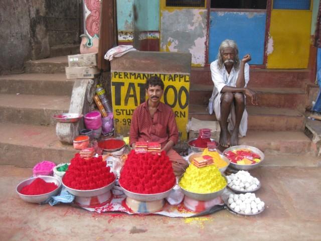 Продавец красок и его друг неопределенного рода занятий