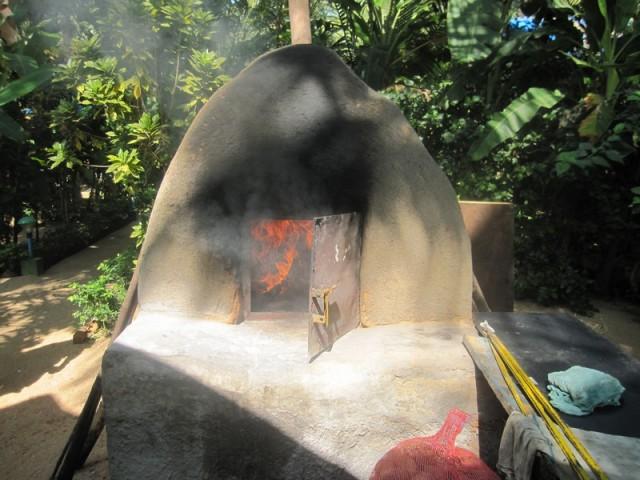 Вьется в тесной печурке огонь