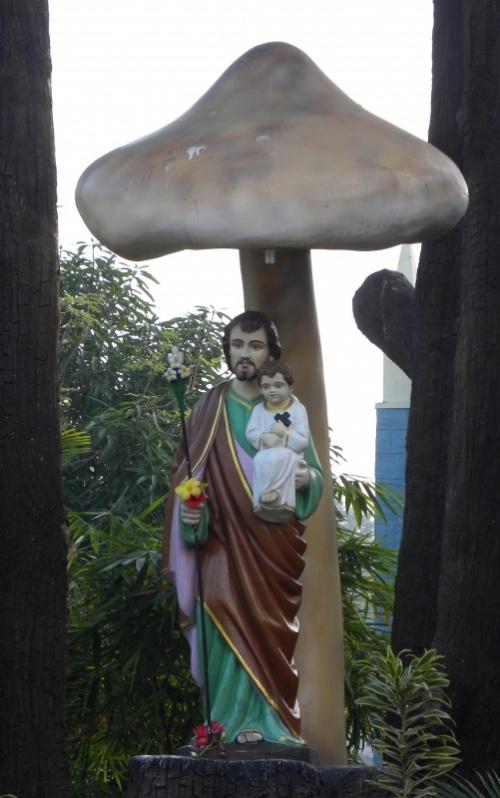 А вот и Бог-Отец с сыном, не из того храма, но показательно