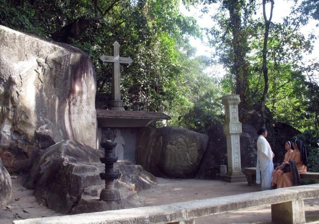 Неподалеку от пещеры Едаккал