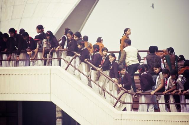 Толпа школьников