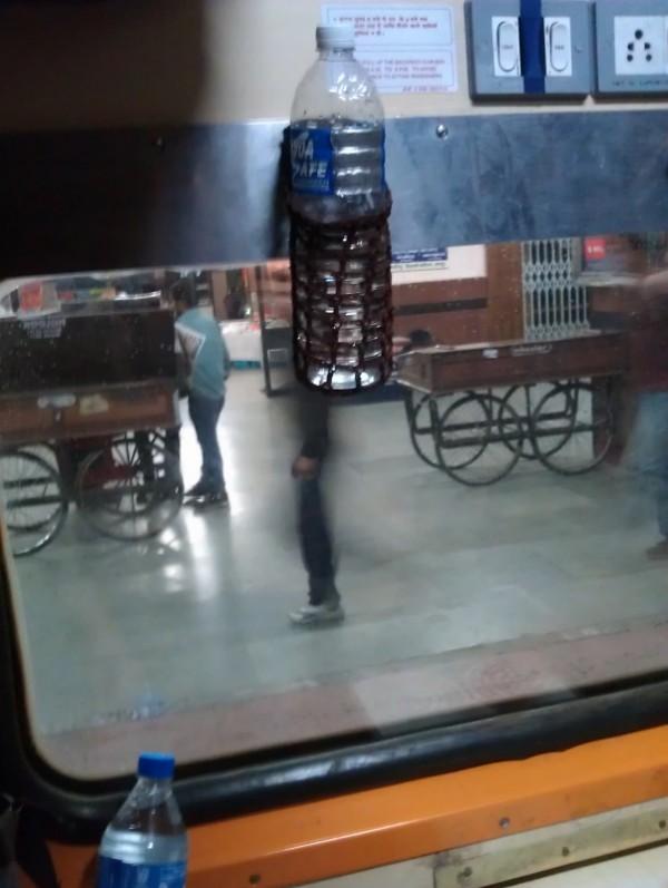 Держатель для воды в поезде