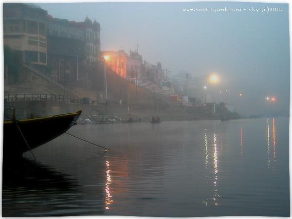 Гхаты на Ганге в утреннем тумане (Варанаси)