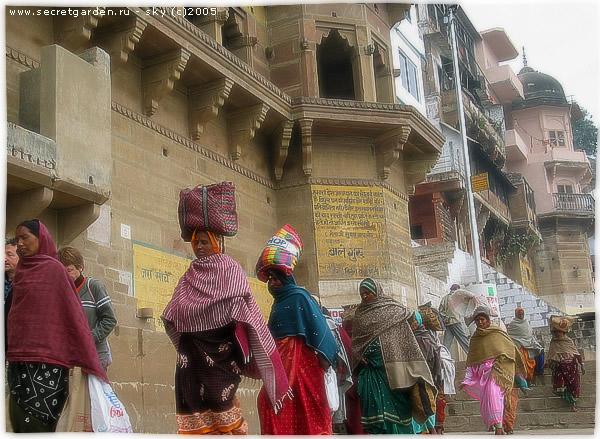 Паломницы, обходящие город (Варанаси)
