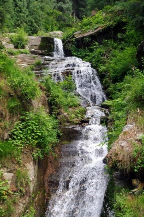 большой и незагаженный водопад