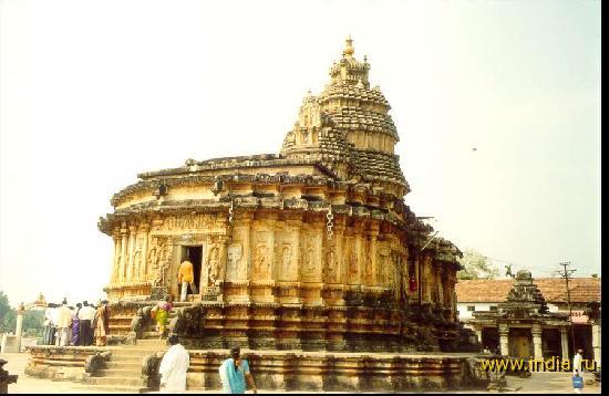Вход в храм Шри Видьяшанкара в Шрингери