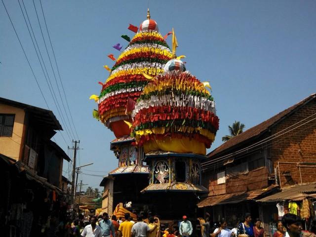 Выезд храмовых колесниц в честь Махашиваратри в Гокарне (Карнатака)