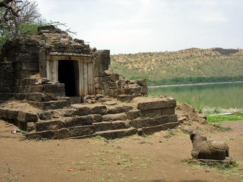 Храм Дурги в кратере