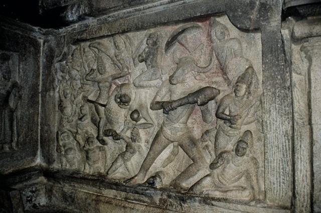 Барельефы в этом храме