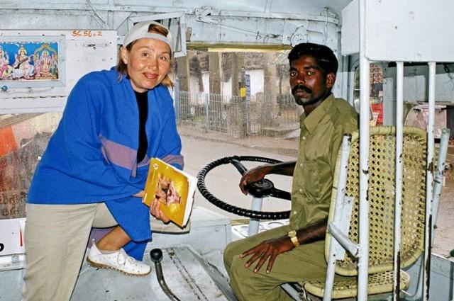 Водитель - одна из важнейших профессий в Индии наверное, судя по очень серьезному виду )