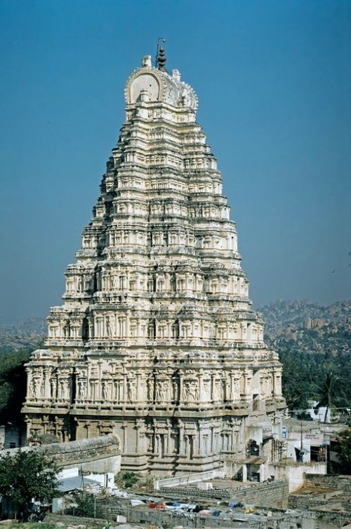 Большая башня действующего храма.