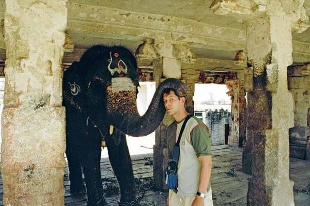 Благословление от храмового слона )