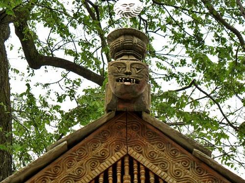 «Сторожевой кот» с солнцем на голове в храме Jagtipath