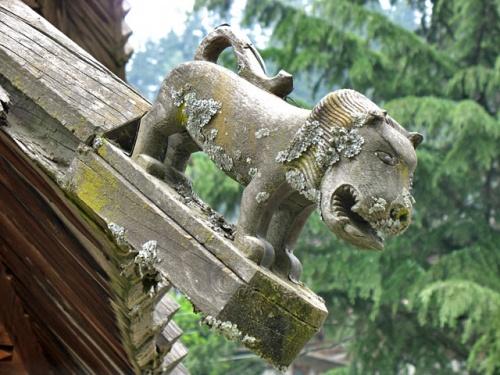 Фигурка льва на склоне крыши храма Трипура Сундари Дэви. Naggar