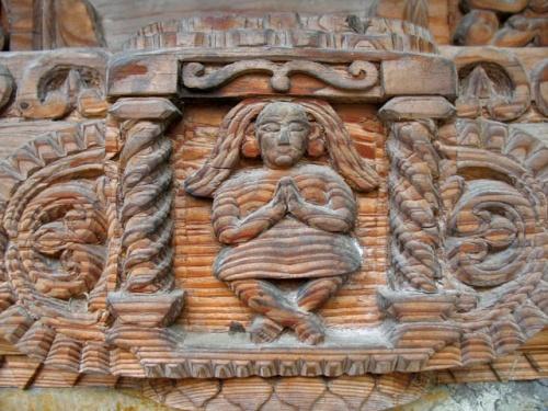 Деревянная резьба в храме Трипура Сундари Дэви. Naggar