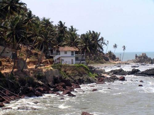 немного южней пляжа Arambol