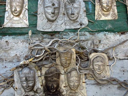 Странные серебрянные змейки