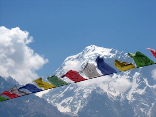 Молитвенные флаги на фоне Киннер Кайлаша