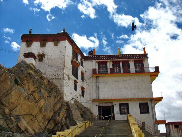 Вход в монастырь Ки