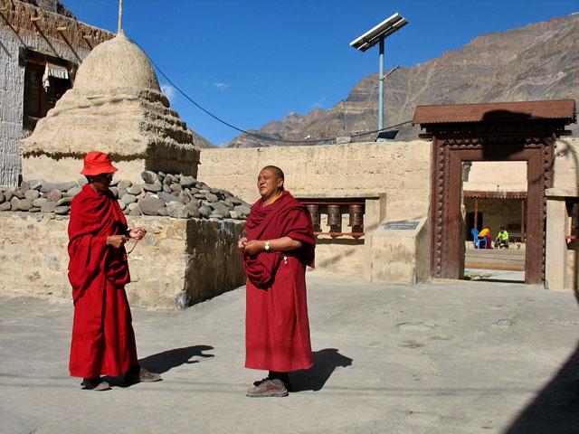 Монахи. Монастырь Табо