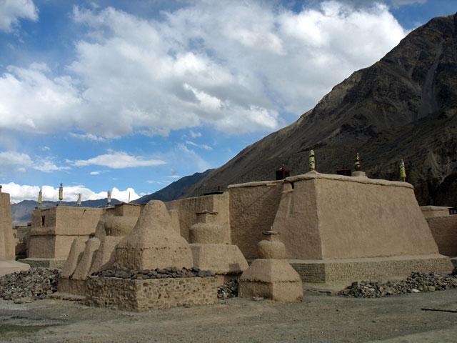 Ступы в монастыре Табо