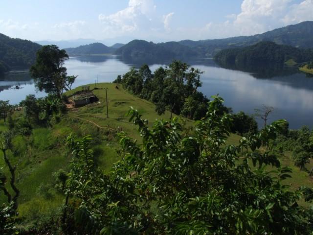 вид на озеро Бегнас из окна Prakash Guest хауса