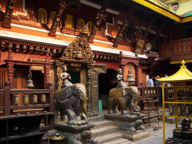 В золотом храме
