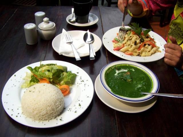 еда в ресторанчике Катманду - на вкус довольно не плохо